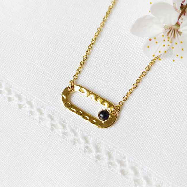 Bijoux-fantaisie-de-créateur-pour-femme-en-or-avec-pierre-naturelle-noir-fabriqué-en-France