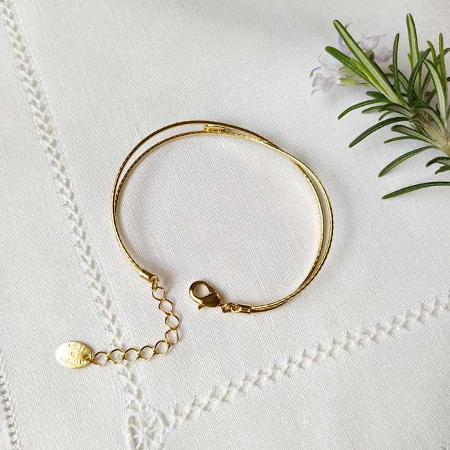 Bracelet-jonc-fait-main-de-créateur-en-or-réglable-pour-femme-avec-pierre-fabriqué-à-Paris